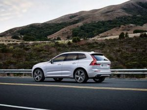 volvo xc60 t8 twin engine side